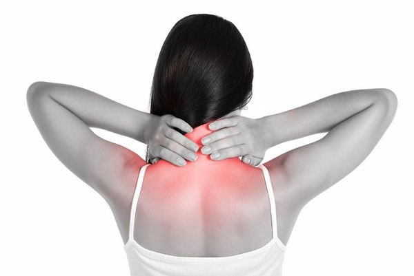 При гемангиоме в шейном отделе пациент начинает замечать головные боли и признаки вегетососудистой дистонии